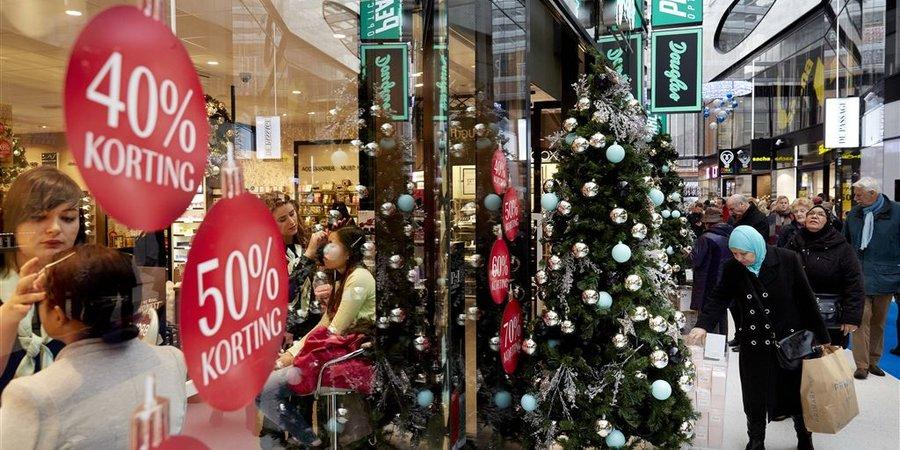 Drukke winkels in december