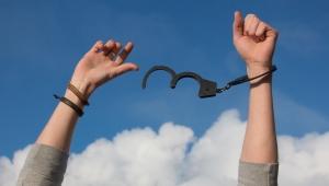 Handboeien los geeft vrijheid