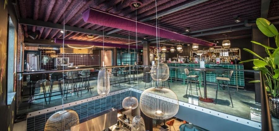 RMU speakers eerste etage in Restaurant Finch