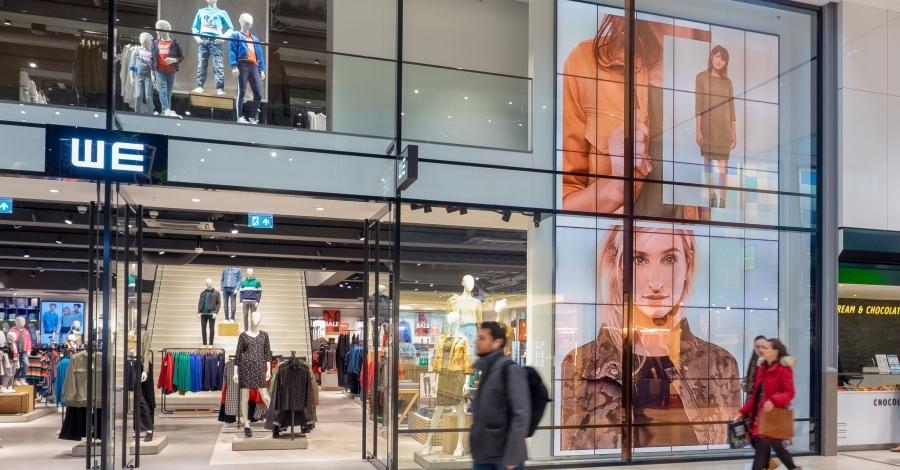 WE Fashion trekt de aandacht met een DDJ videowall